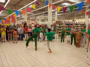 Demonstration Capoeira Carrefour  Beaulieu (19)