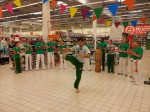 Demonstration Capoeira Carrefour Beaulieu (40)