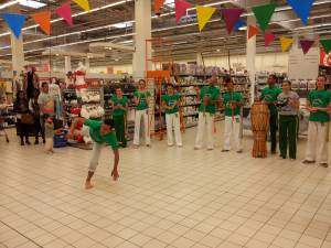 Demonstration Capoeira Carrefour Beaulieu (44)