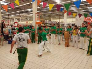 Demonstration Capoeira Carrefour  Beaulieu (56)