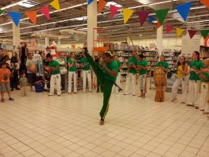Demonstration Capoeira Carrefour  Beaulieu (58)