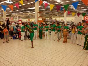 Demonstration Capoeira Carrefour  Beaulieu (59)