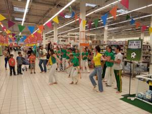 Demonstration Capoeira Carrefour  Beaulieu (62)