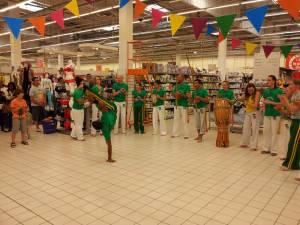 Demonstration Capoeira Carrefour Beaulieu (59)